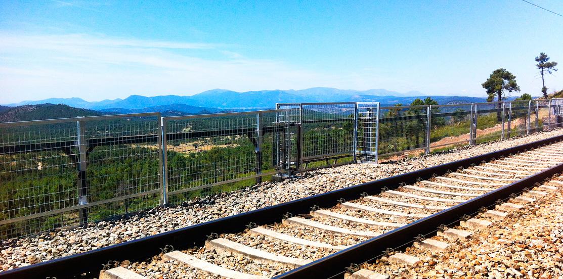 Colocación de pantallas de seguridad en viaductos y puentes