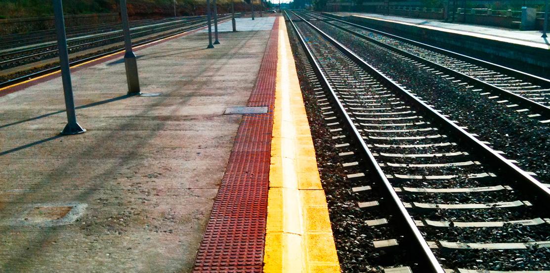 Plataformas de acceso y andenes de vías férreas